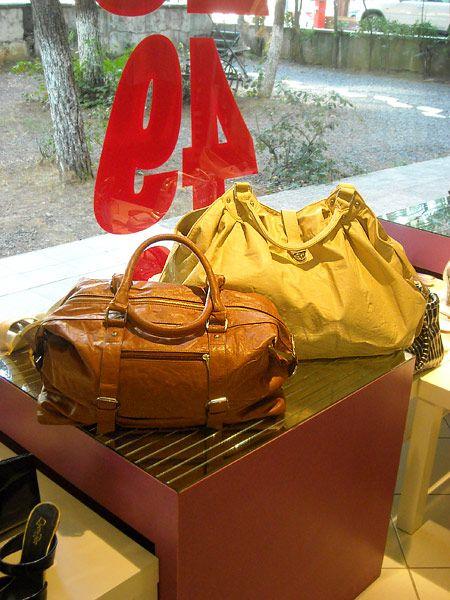 Çantalar 49-59 YTL.
